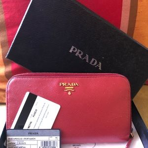 ❤️ PRADA Large Saffiano red leather wallet